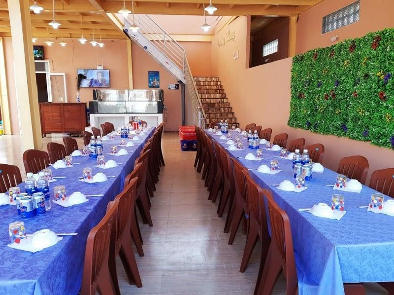nhà hàng hải sản gần Eo Gió
